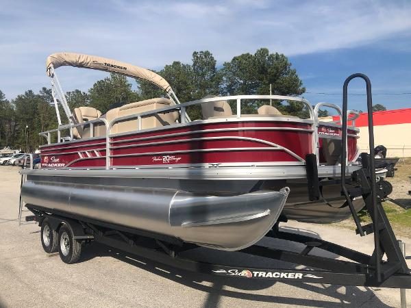 2021 Sun Tracker boat for sale, model of the boat is FISHIN' BARGE® 20 DLX & Image # 5 of 31
