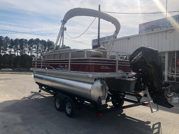 2021 Sun Tracker boat for sale, model of the boat is FISHIN' BARGE® 20 DLX & Image # 8 of 31