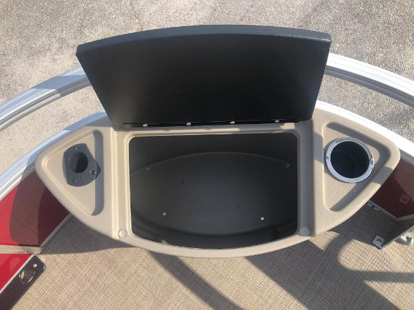 2021 Sun Tracker boat for sale, model of the boat is FISHIN' BARGE® 20 DLX & Image # 14 of 31