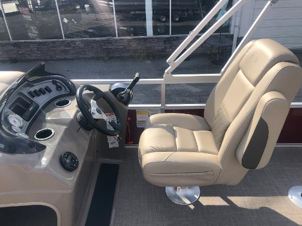 2021 Sun Tracker boat for sale, model of the boat is FISHIN' BARGE® 20 DLX & Image # 21 of 31