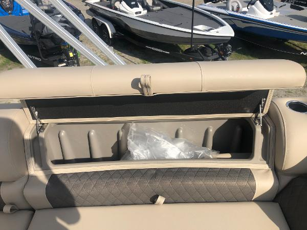 2021 Sun Tracker boat for sale, model of the boat is FISHIN' BARGE® 20 DLX & Image # 24 of 31