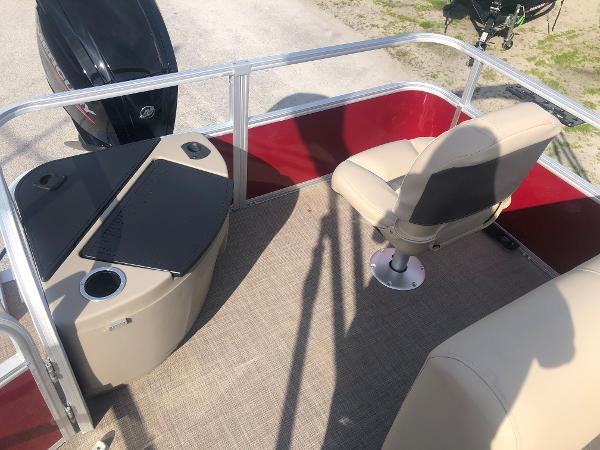 2021 Sun Tracker boat for sale, model of the boat is FISHIN' BARGE® 20 DLX & Image # 28 of 31