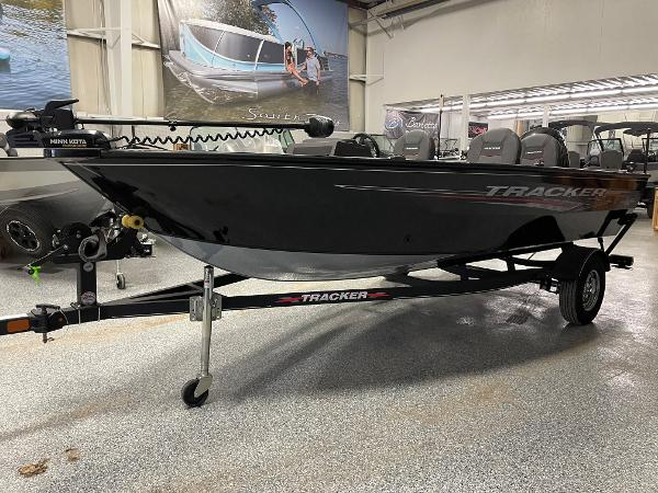 2021 Tracker Boats boat for sale, model of the boat is Pro Guide™ V-16 SC & Image # 3 of 16
