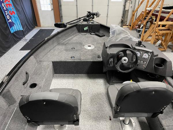 2021 Tracker Boats boat for sale, model of the boat is Pro Guide™ V-16 SC & Image # 6 of 16