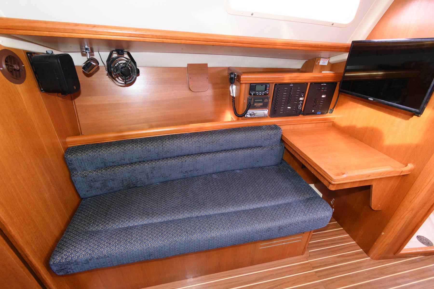M 5891 PH Knot 10 Yacht Sales