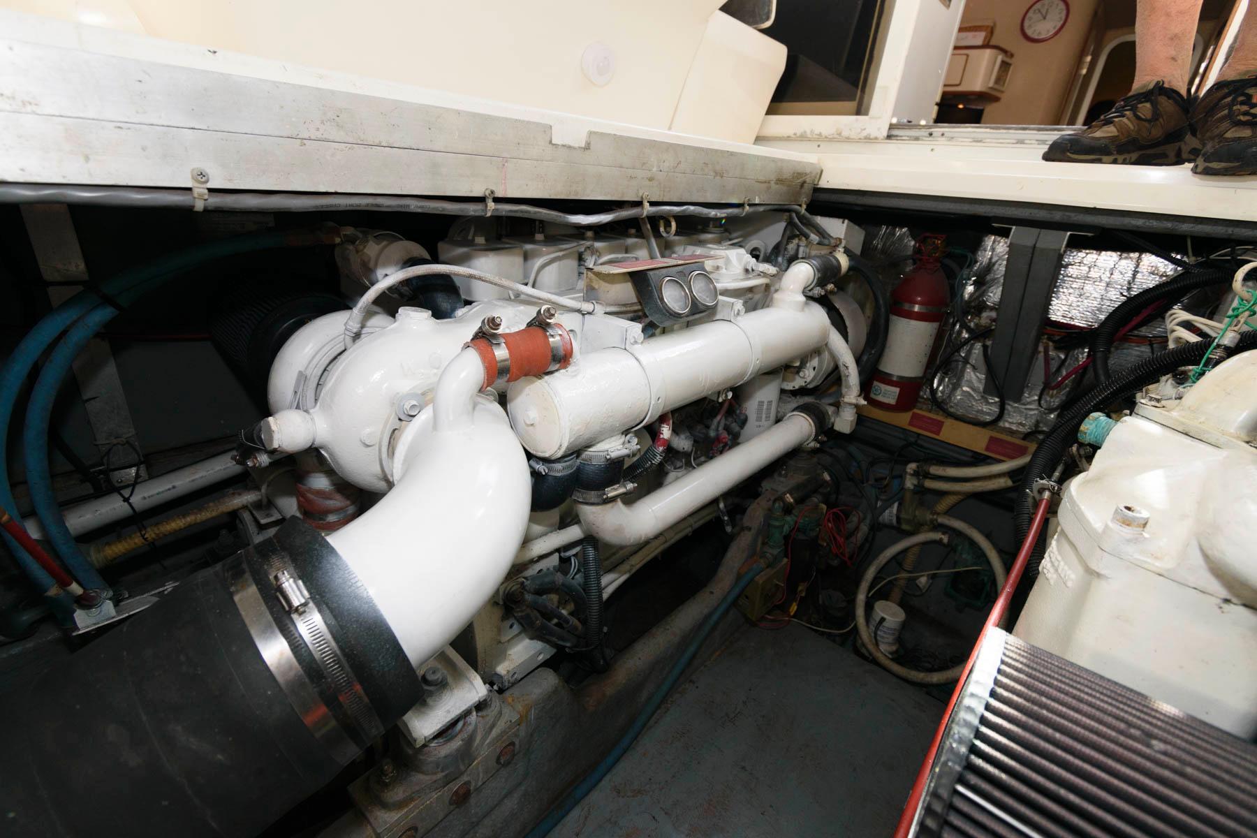 F 5839 FJ Knot 10 Yacht Sales