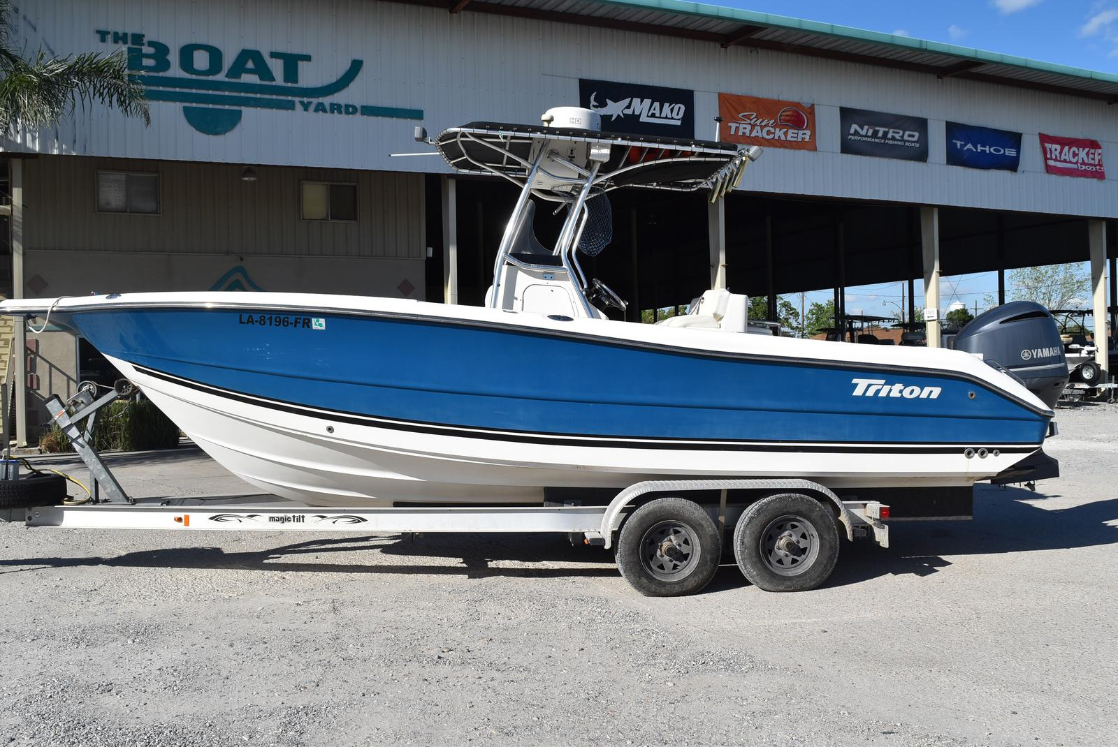 2006 Triton boat for sale, model of the boat is 2486 & Image # 9 of 24
