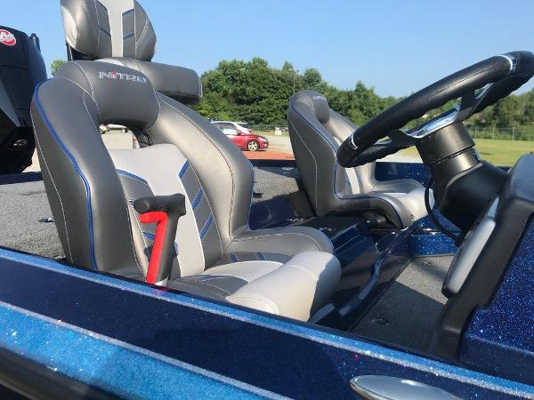 2022 Nitro boat for sale, model of the boat is Z20 Pro & Image # 10 of 13