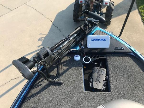2022 Nitro boat for sale, model of the boat is Z20 Pro & Image # 11 of 13
