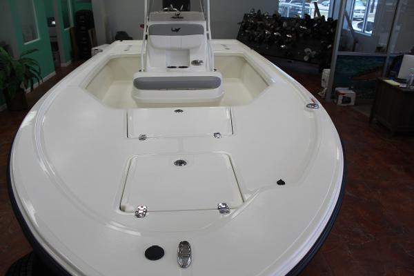 2022 Mako boat for sale, model of the boat is 18 LTS & Image # 8 of 12