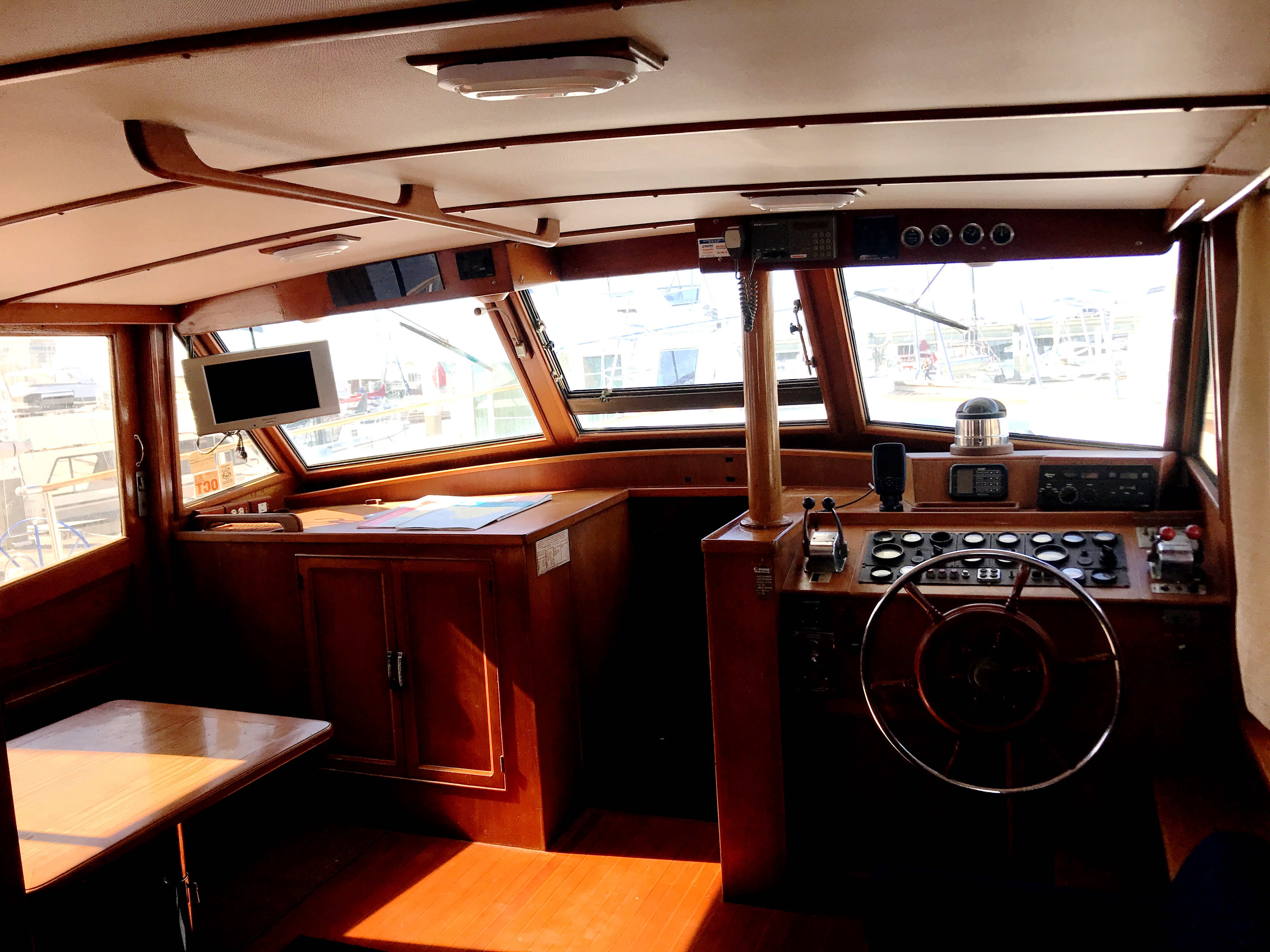 Sea Ranger SUNDECK - open sight lines throughout the salon