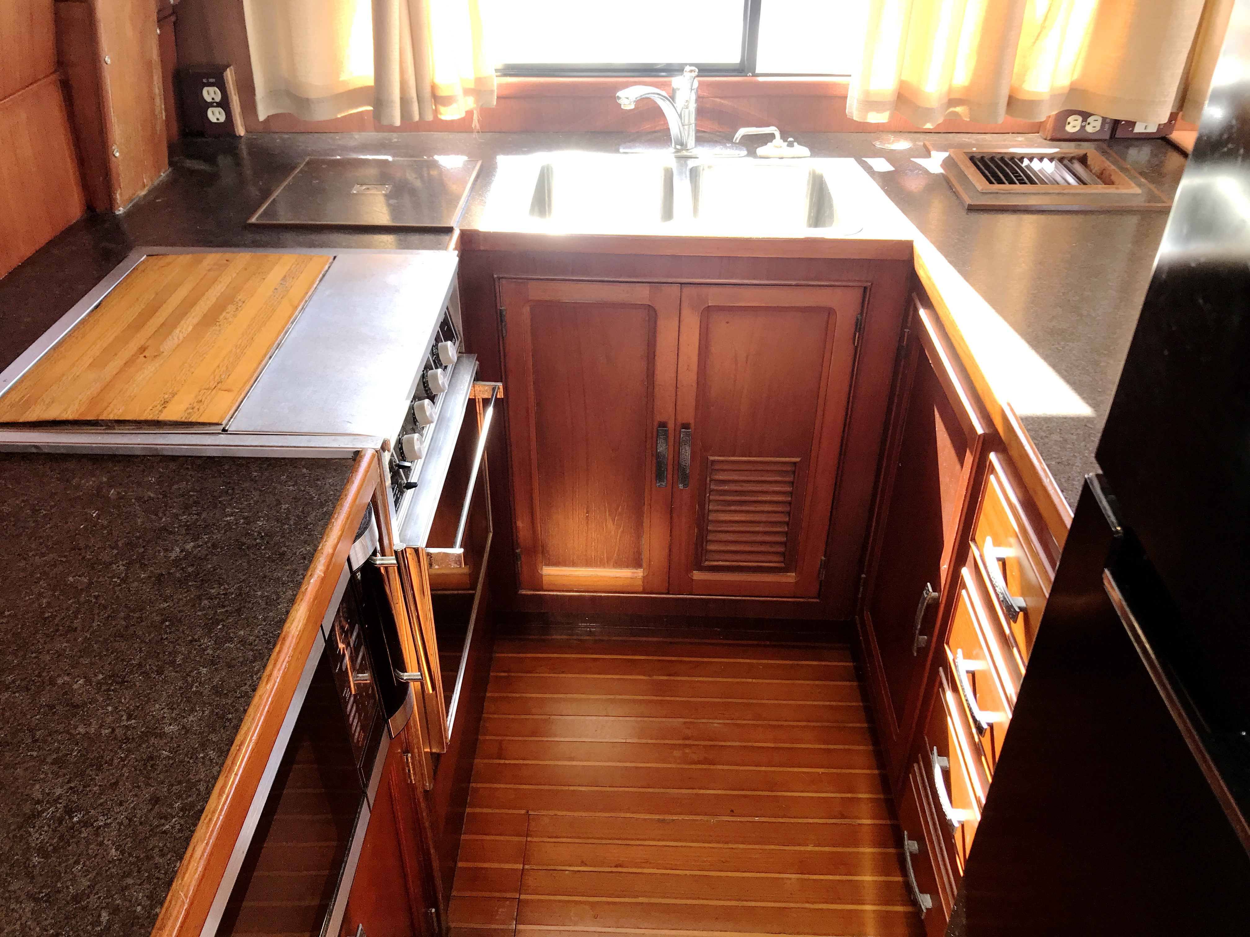 Sea Ranger SUNDECK - full appointed galley - lots of light and counter space