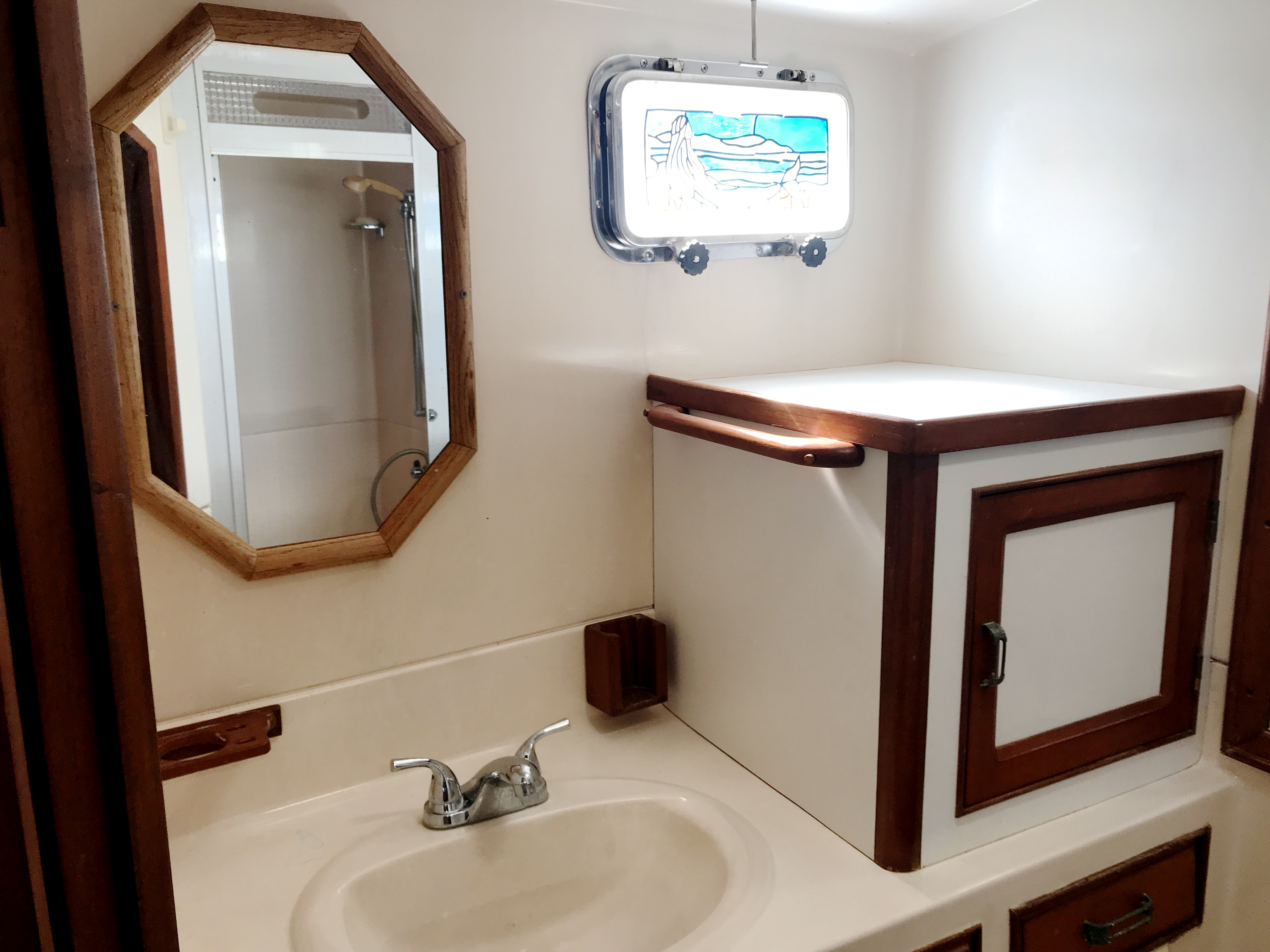 Sea Ranger SUNDECK - Master stateroom ensuite with sink, commode, shower