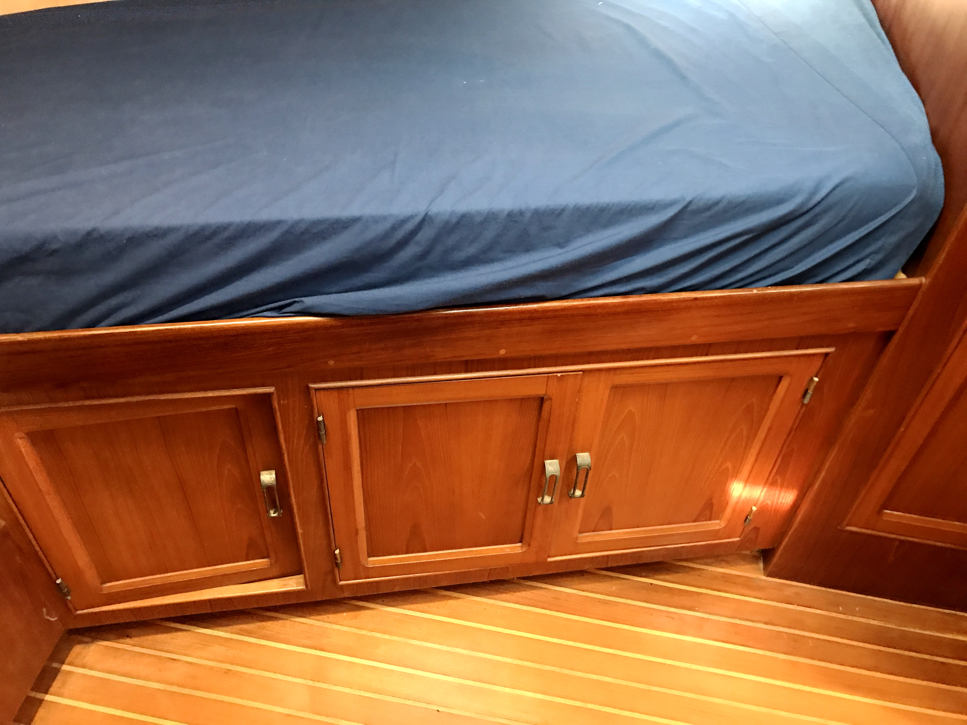 Sea Ranger SUNDECK - v-berth stowage and teak/holly sole
