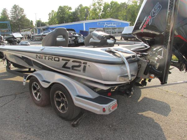 2019 Nitro boat for sale, model of the boat is Z21 PRO PACK DEMO & Image # 3 of 17