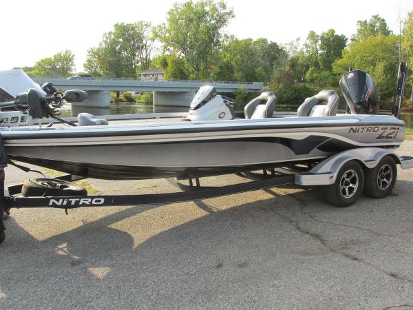 2019 Nitro boat for sale, model of the boat is Z21 PRO PACK DEMO & Image # 4 of 17
