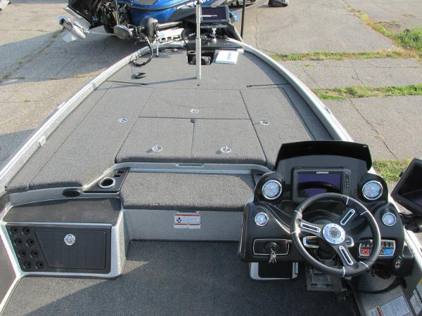 2019 Nitro boat for sale, model of the boat is Z21 PRO PACK DEMO & Image # 5 of 17