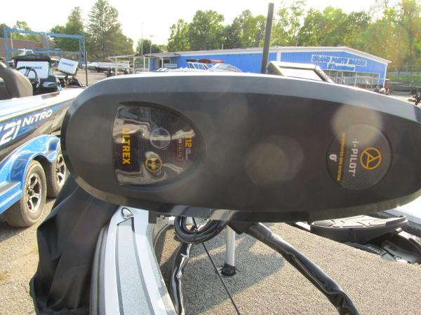 2019 Nitro boat for sale, model of the boat is Z21 PRO PACK DEMO & Image # 9 of 17