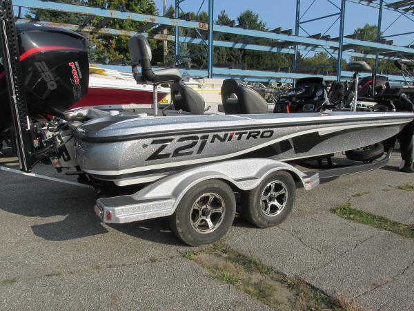 2019 Nitro boat for sale, model of the boat is Z21 PRO PACK DEMO & Image # 13 of 17
