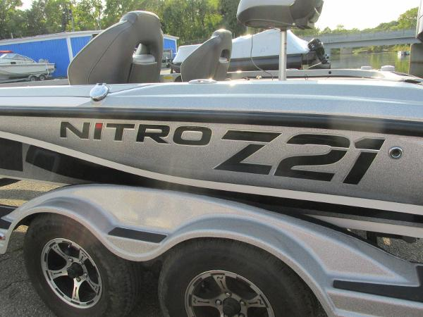 2019 Nitro boat for sale, model of the boat is Z21 PRO PACK DEMO & Image # 17 of 17