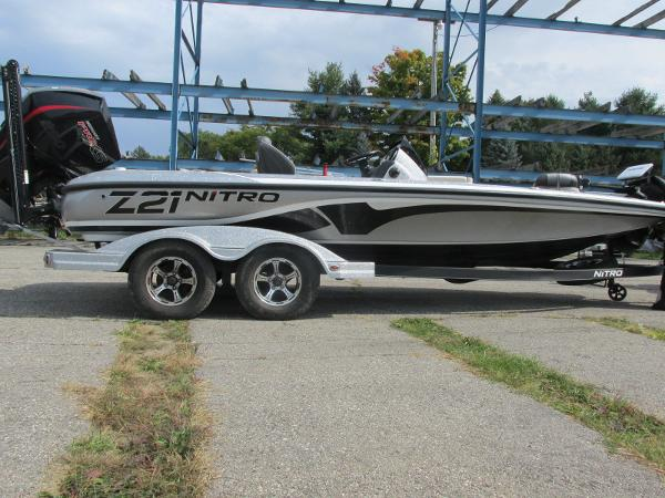 2019 Nitro boat for sale, model of the boat is Z21 PRO PACK DEMO & Image # 2 of 17