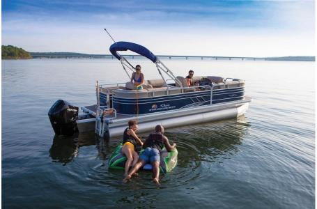 2020 Sun Tracker boat for sale, model of the boat is Signature Party Barge 22RF XP3 w/150L 4S & Image # 11 of 13