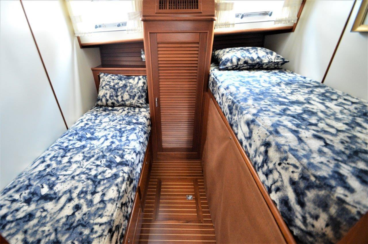 2000 Eastbay 49' ''Patricia'' - Guest Stateroom