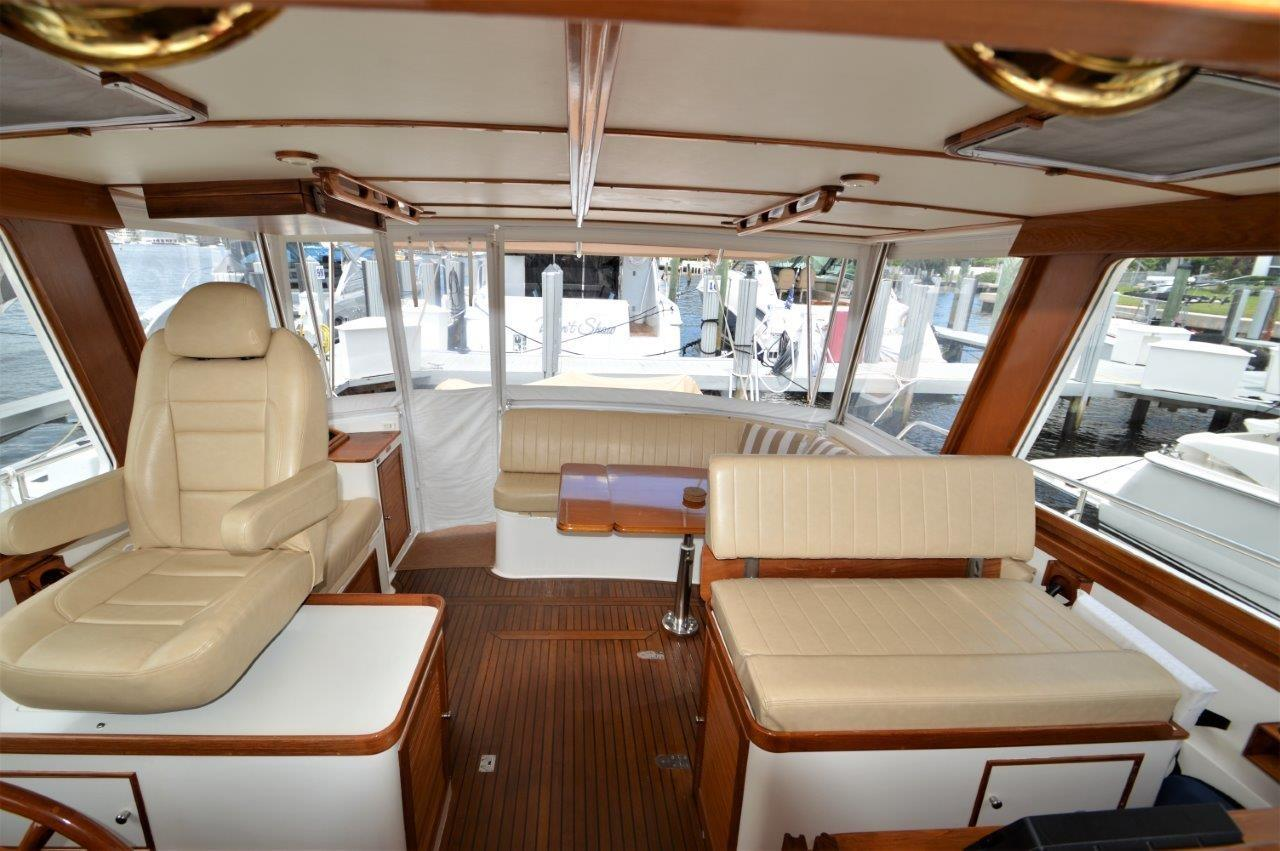 2000 Eastbay 49' ''Patricia'' - Helm Area