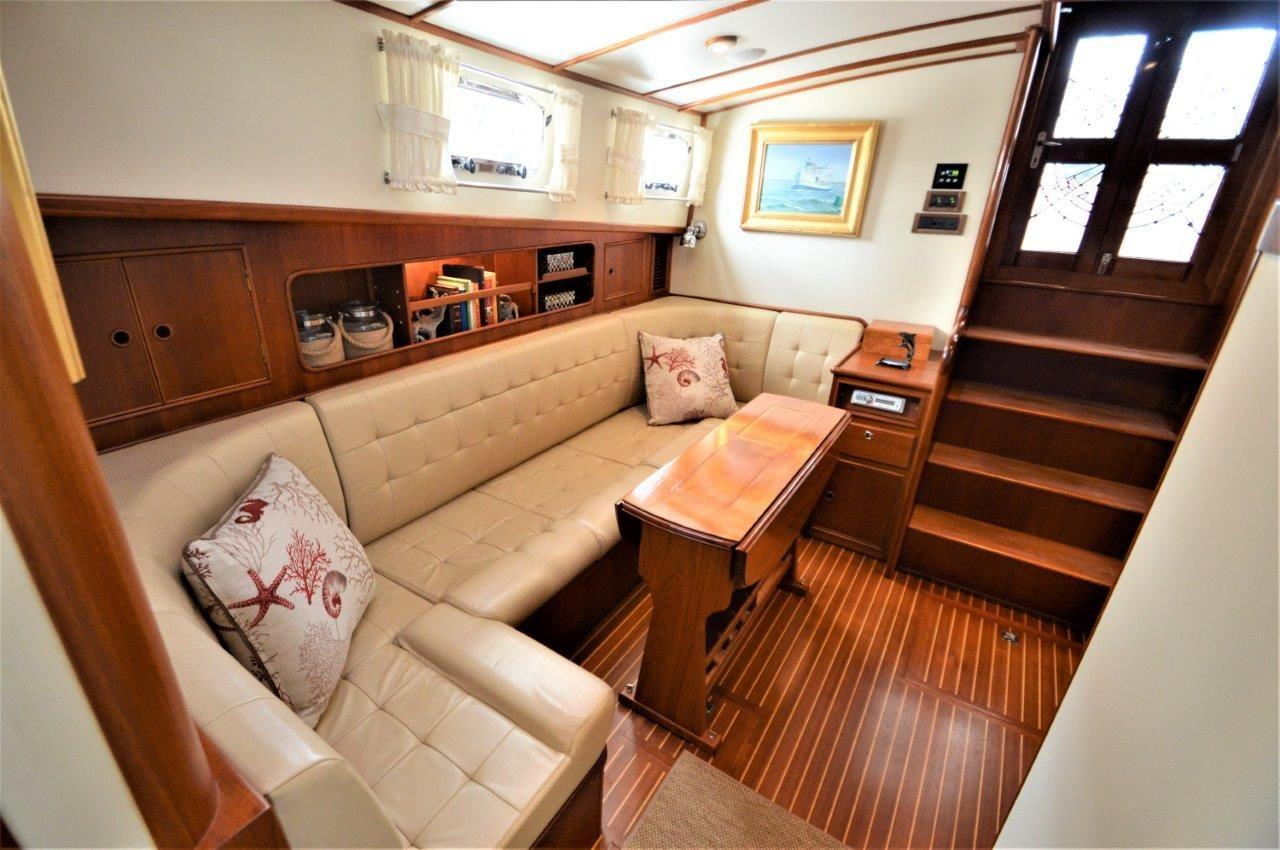 2000 Eastbay 49' ''Patricia'' - Salon looking Aft
