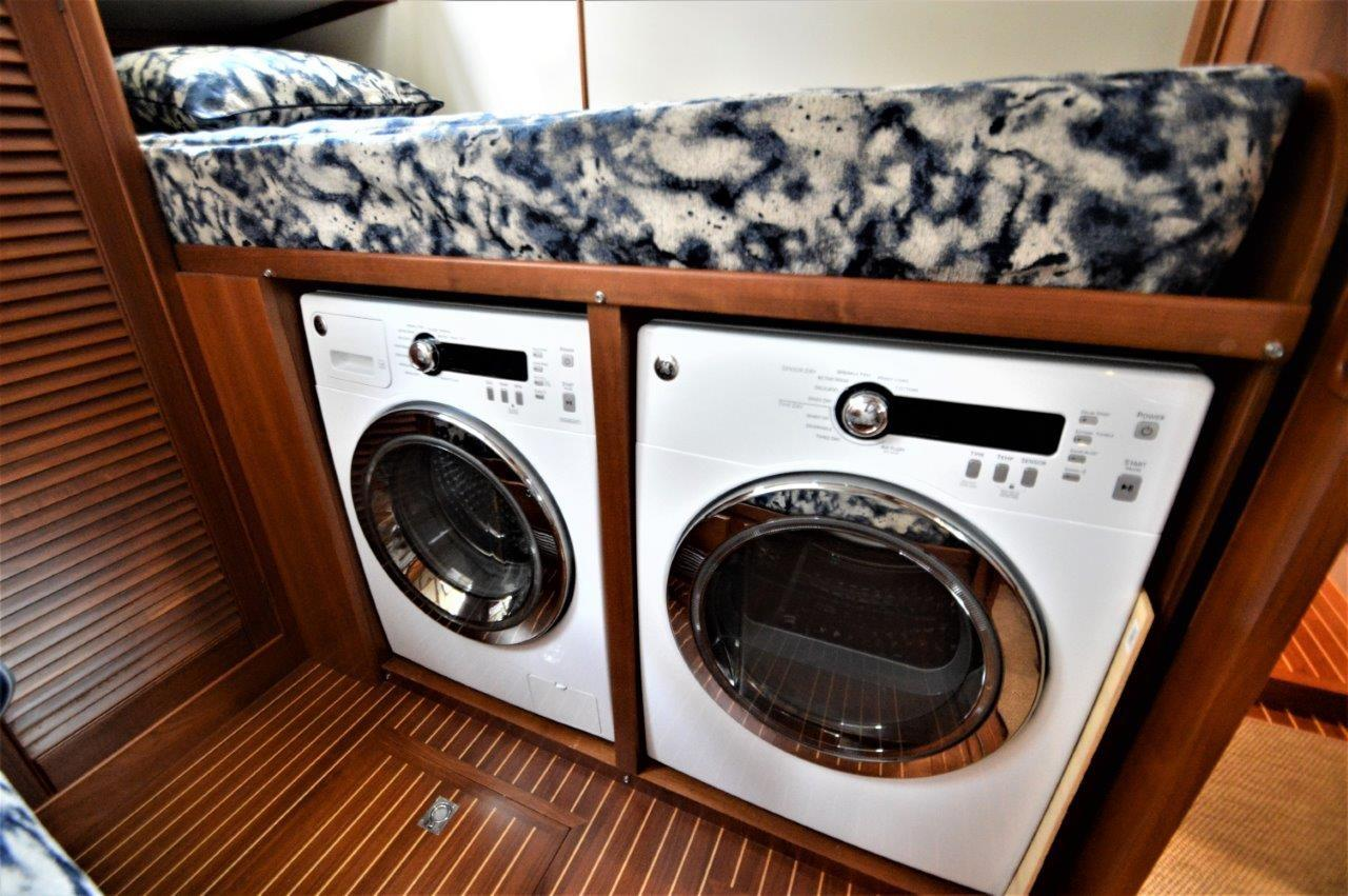 2000 Eastbay 49' 'Patricia'' - Washer and Dryer