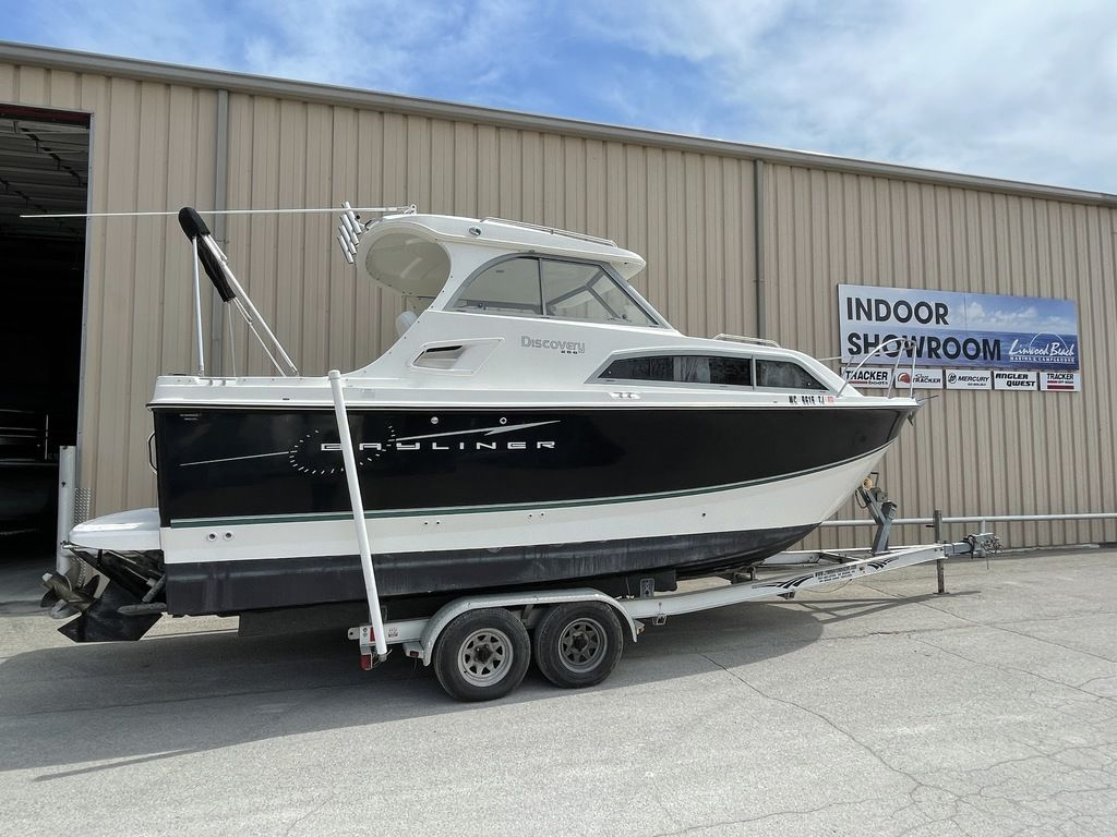 2011 Bayliner boat for sale, model of the boat is DISCOVERY 266 HARD TOP & Image # 1 of 30