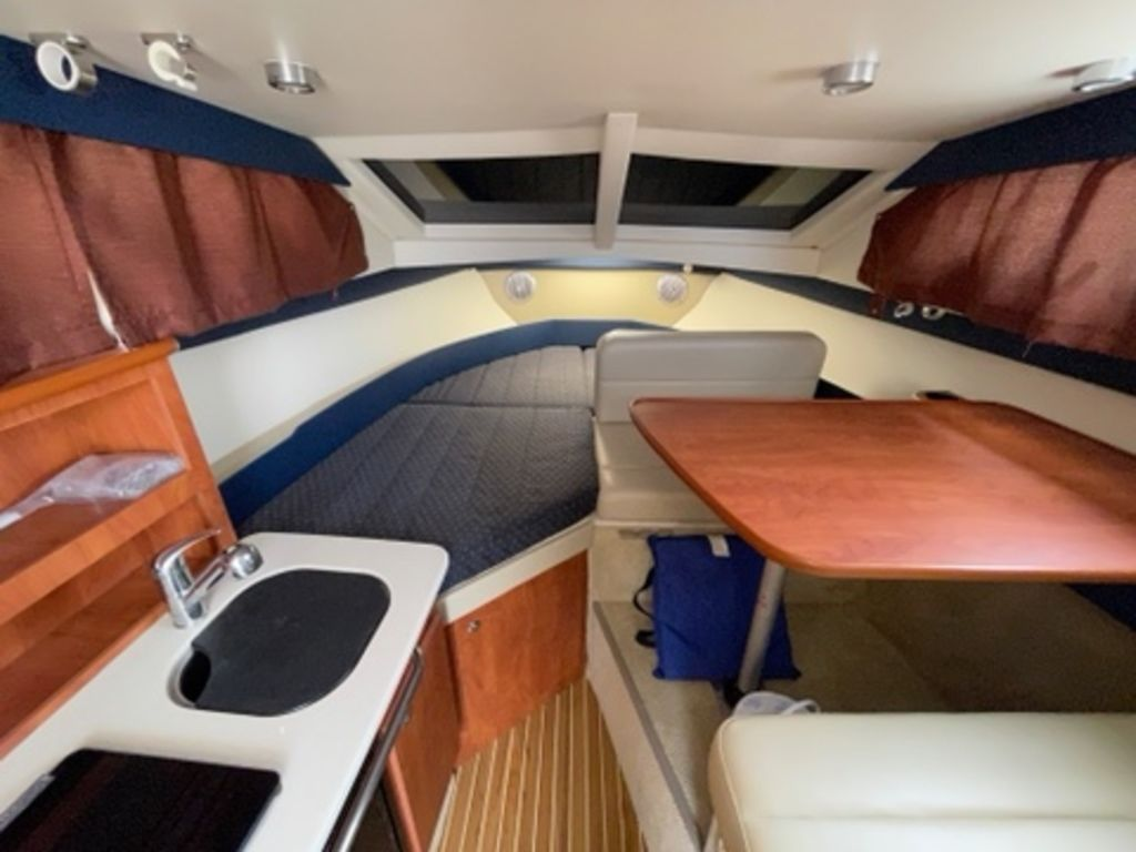 2011 Bayliner boat for sale, model of the boat is DISCOVERY 266 HARD TOP & Image # 11 of 30