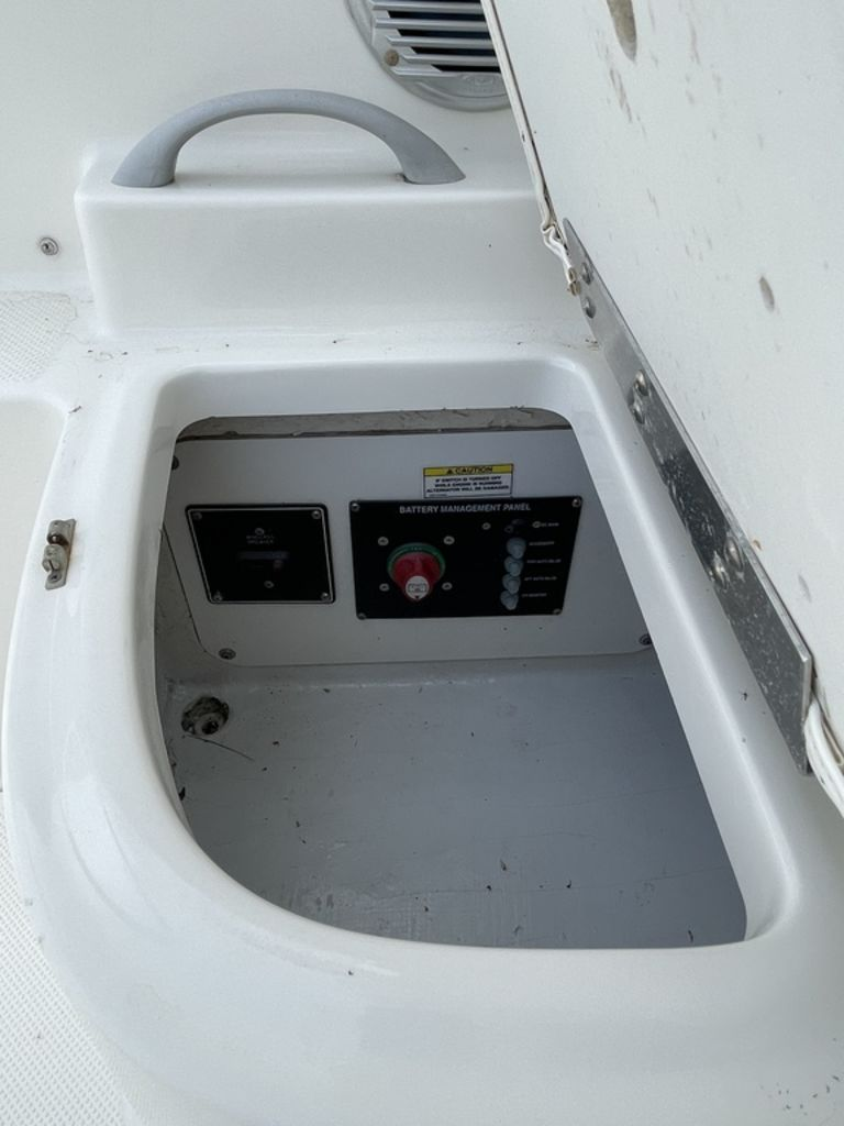 2011 Bayliner boat for sale, model of the boat is DISCOVERY 266 HARD TOP & Image # 24 of 30