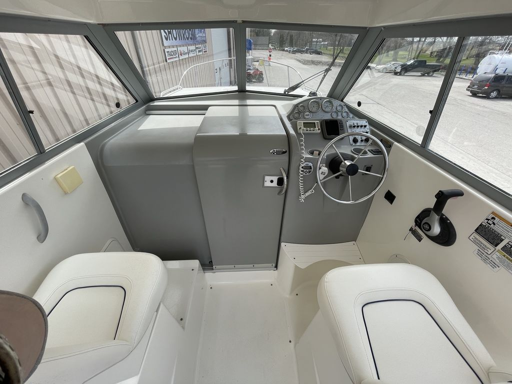 2011 Bayliner boat for sale, model of the boat is DISCOVERY 266 HARD TOP & Image # 7 of 30