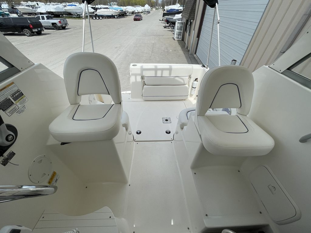 2011 Bayliner boat for sale, model of the boat is DISCOVERY 266 HARD TOP & Image # 8 of 30