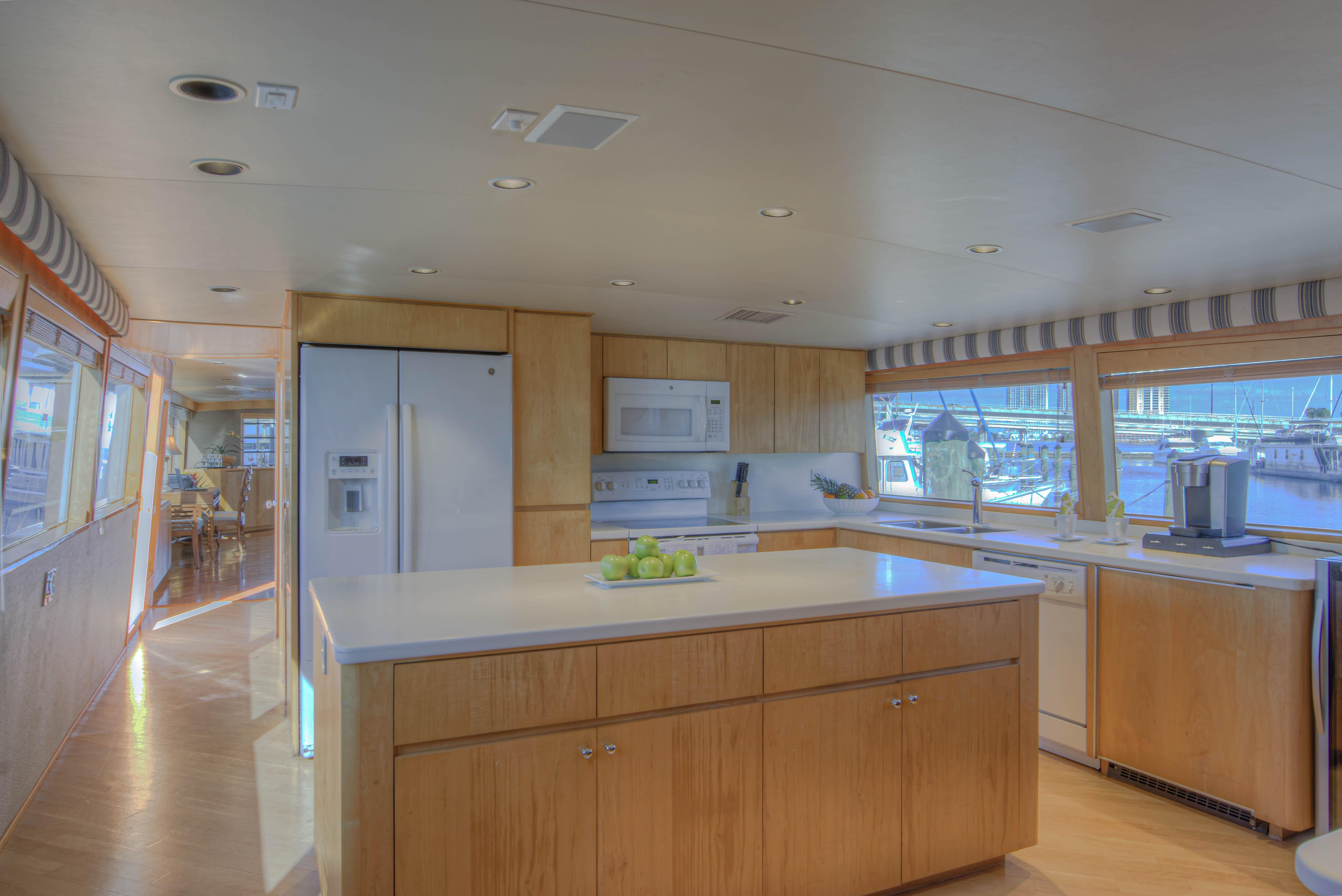 Picture Of:  100' Broward 100 Motor Yacht 2000Yacht For Sale | 3 of 83