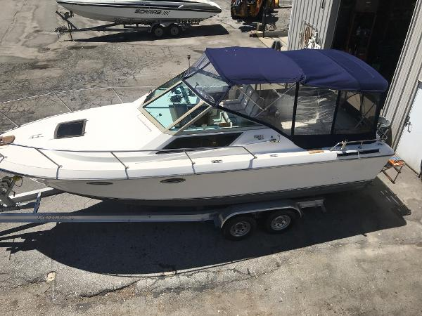 1984 Tiara Yachts boat for sale, model of the boat is 2600 & Image # 1 of 29