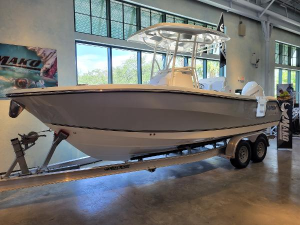 2020 Mako boat for sale, model of the boat is 236 CC & Image # 2 of 6