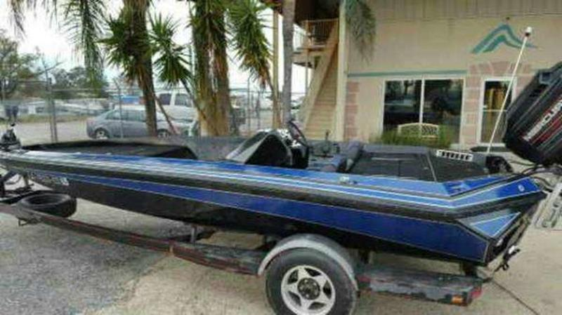 1990 Razor Marine boat for sale, model of the boat is 18 & Image # 2 of 24