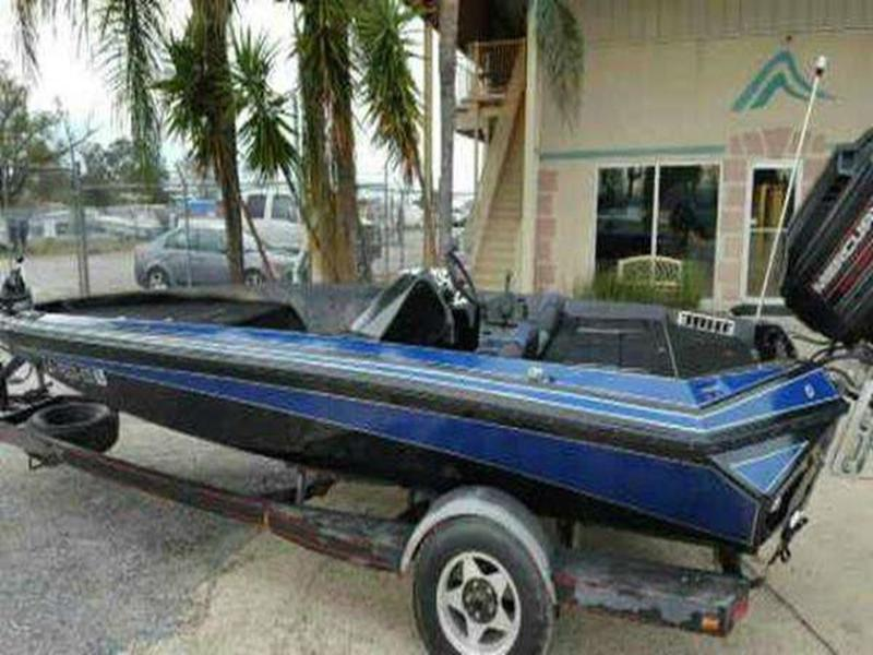 1990 Razor Marine boat for sale, model of the boat is 18 & Image # 4 of 24