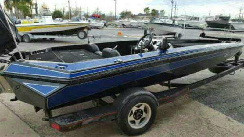 1990 Razor Marine boat for sale, model of the boat is 18 & Image # 9 of 24