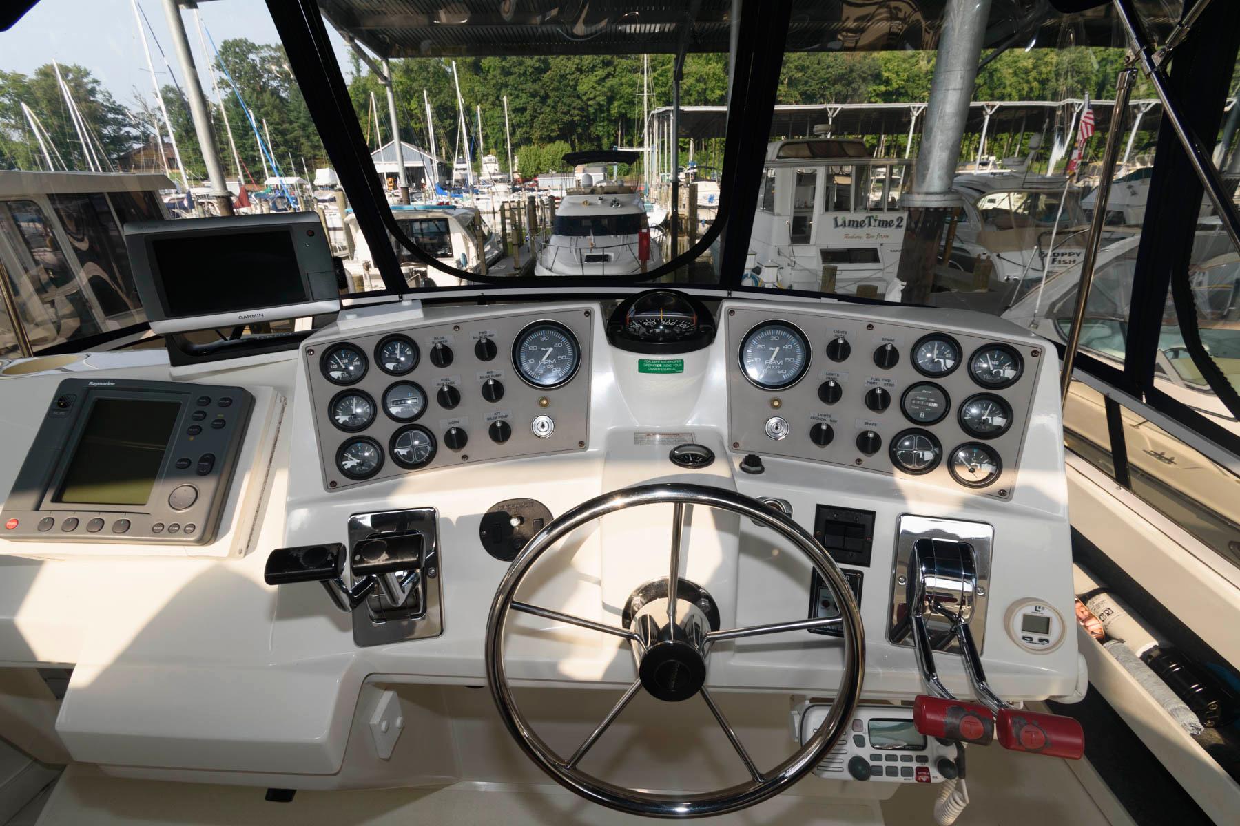 M 6421 EF Knot 10 Yacht Sales