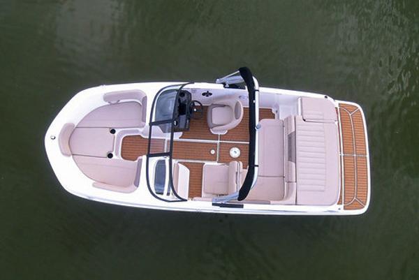2022 Bayliner boat for sale, model of the boat is VR5 Bowrider I/O & Image # 13 of 24