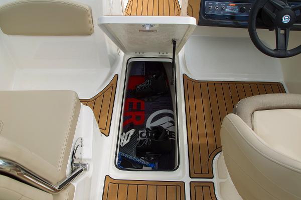 2022 Bayliner boat for sale, model of the boat is VR5 Bowrider I/O & Image # 18 of 24