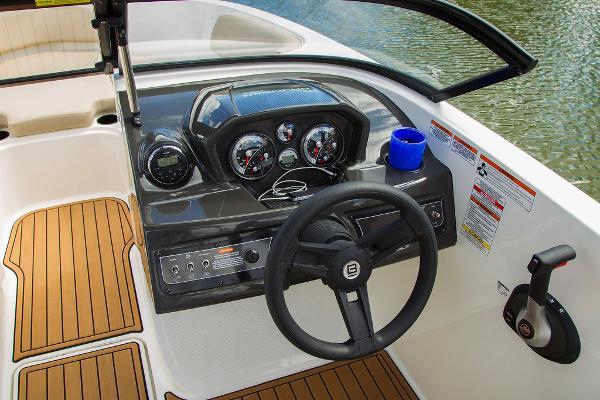 2022 Bayliner boat for sale, model of the boat is VR5 Bowrider I/O & Image # 17 of 24