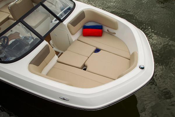 2022 Bayliner boat for sale, model of the boat is VR5 Bowrider I/O & Image # 14 of 24