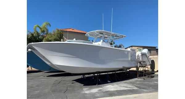 2021 INVINCIBLE 35 Catamaran