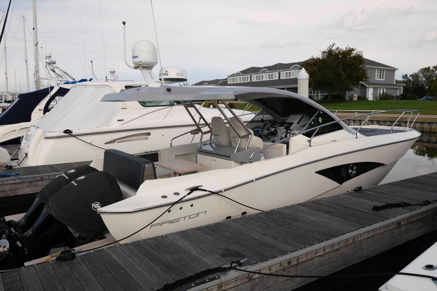 M 6557 JP Knot 10 Yacht Sales