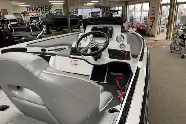 2021 Nitro boat for sale, model of the boat is Z18 & Image # 6 of 43