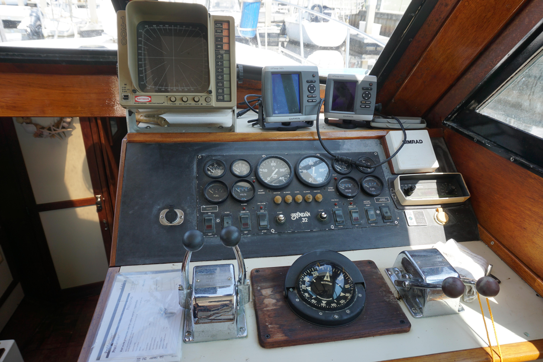 Shannon Brendan 32 - Pilot House Steering Station